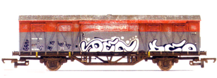B.R. Railfreight ZSX 20 Ton Ferry Van with Graffiti (Weathered)